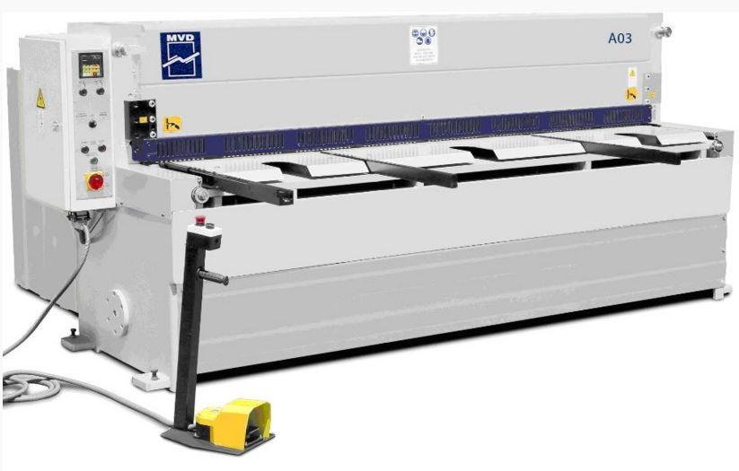 MVD giljotiinityyppinen levyleikkuri.